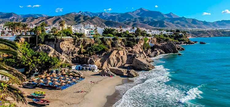 Entre los pueblos más bonitos de España tenemos Nerja
