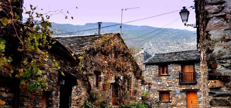 Valverde de los Arroyos es uno de los pueblos más bonitos de España aquí recogidos